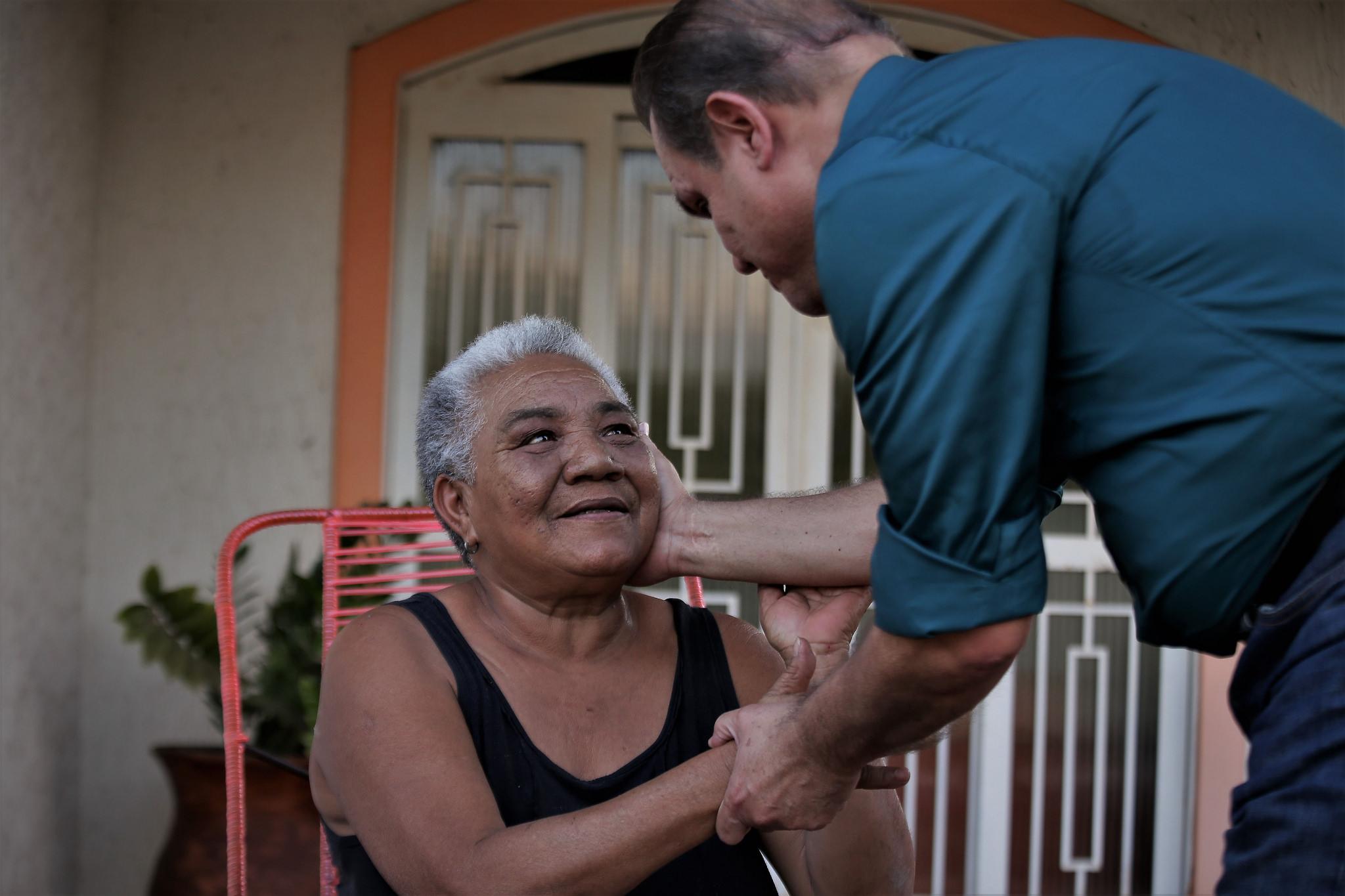 """Wellington critica """"abandono"""" dos municípios e moradores reclamam da crise na Saúde"""