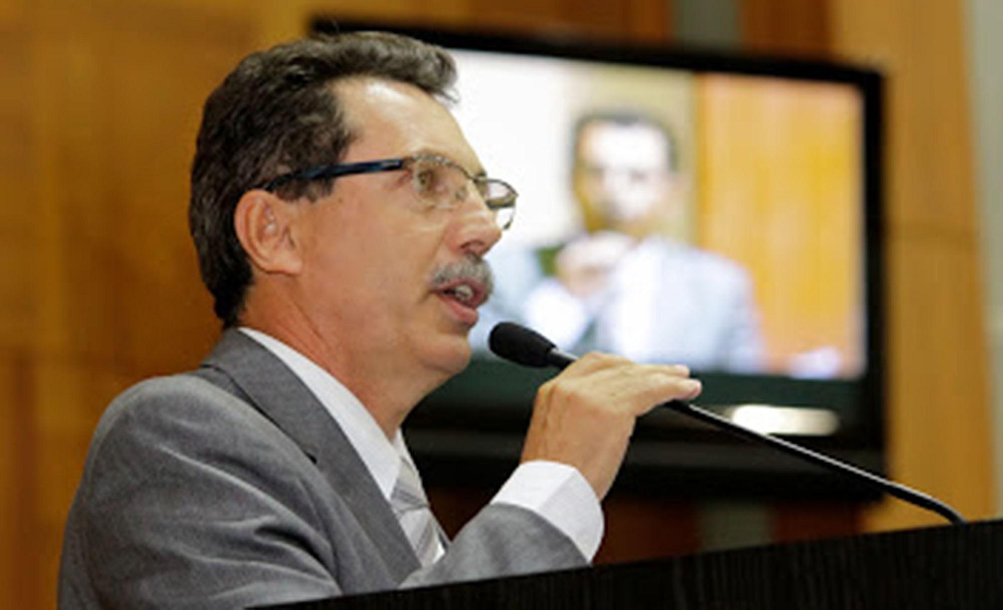 Justiça Eleitoral manda deputado excluir perfil nas redes sociais