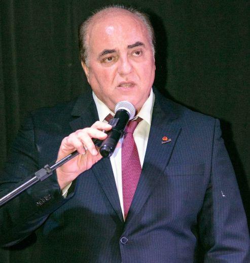 """""""Aqui anoitece com uma legislação e amanhece com outra"""", dispara presidente da Fecomércio"""