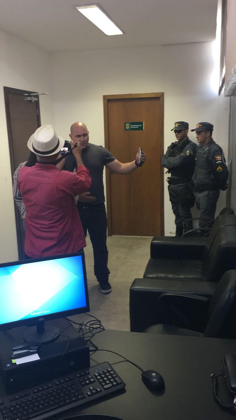 Vereador provoca tumulto em secretaria e intimida servidores públicos