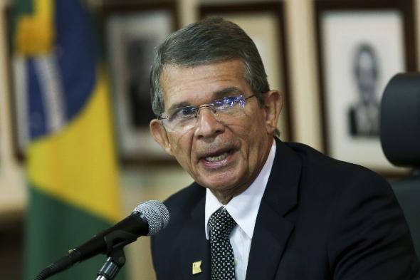 General chega ao comando da Defesa após desconfiança de militares com políticos e esvaziamento da pasta