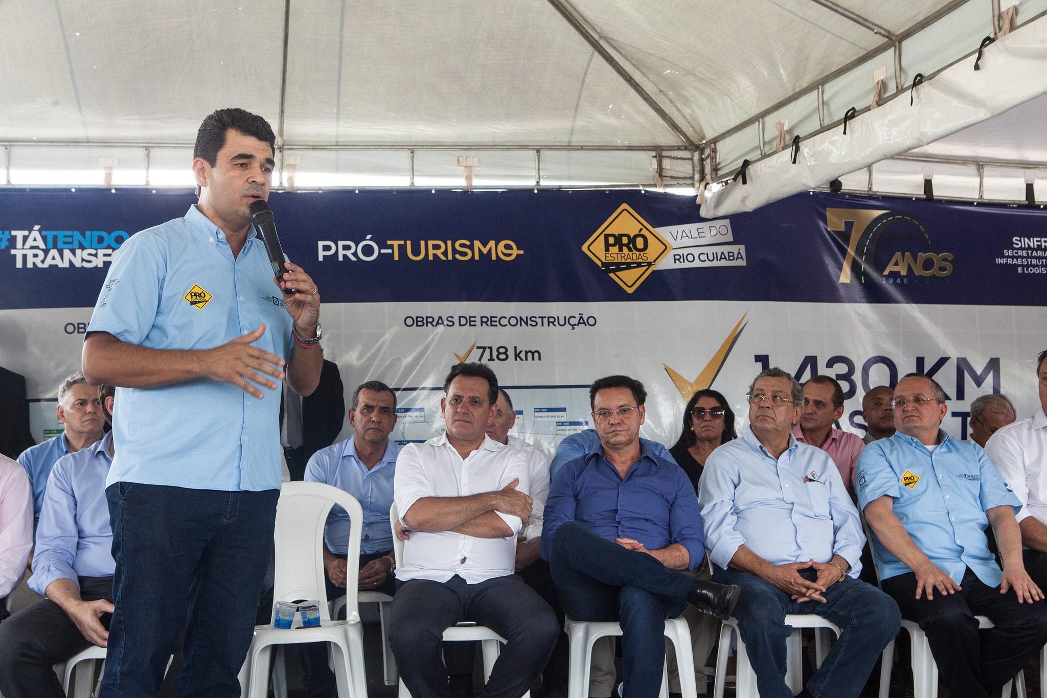 Em expedição, Governo anuncia construção de ponte e entrega maquinários