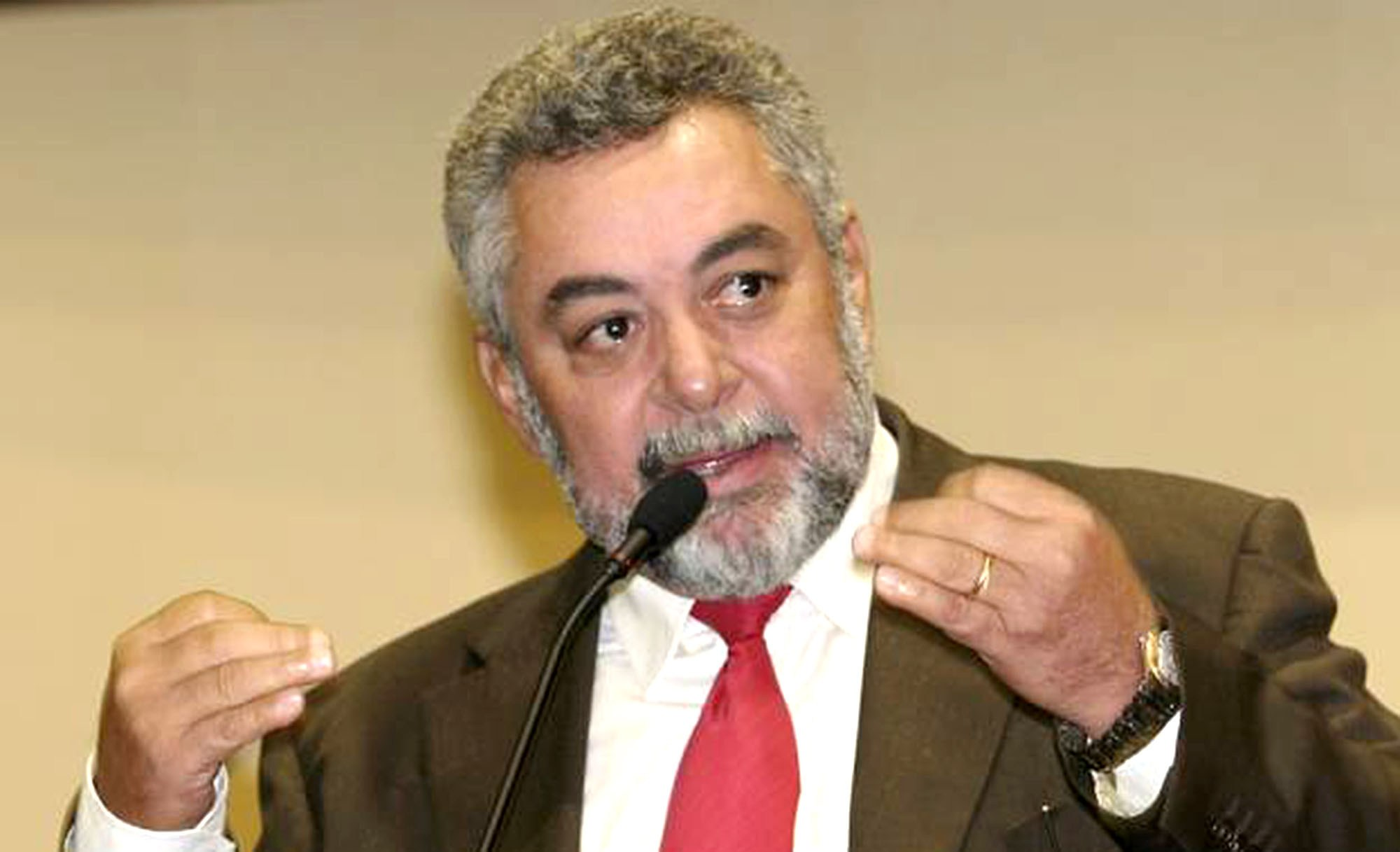 """Nenhum governador conseguiu abandonar tanto a cidade como Taques"", ataca Percival"