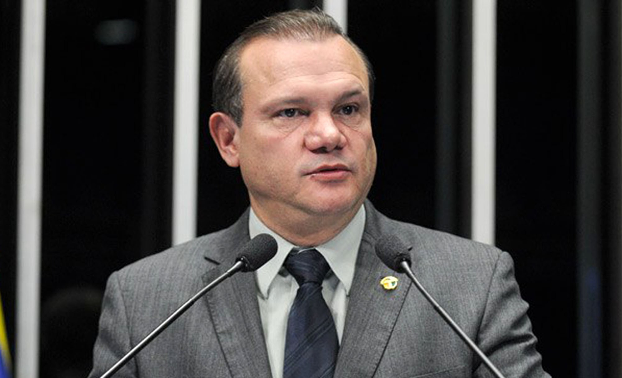 """Senador critica clima de """"oba-oba do já ganhou"""" e diz que pleito vai ao 2º turno"""