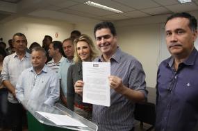 Prefeitura assina edital para implantação de novos pontos de ônibus