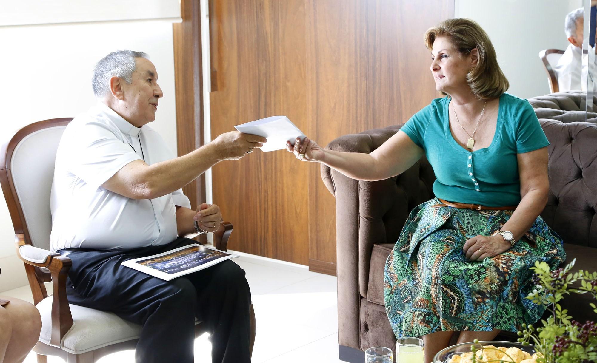 Dom Milton se reúne com prefeita de VG para discutir ações sociais