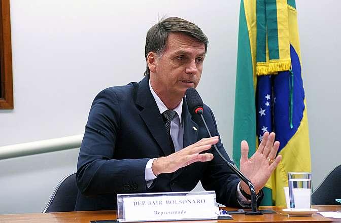 Magno Malta participa de carreata pró-Bolsonaro nesta terça-feira em Cuiabá