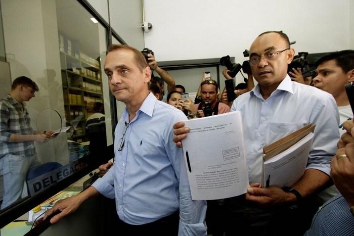 Wilson protocola denúncia contra irmão e cunhada de Emanuel Pinheiro
