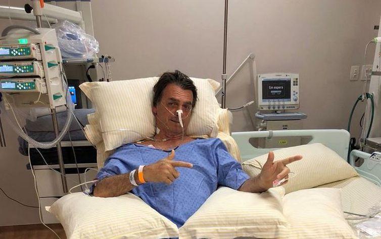 Bolsonaro está fora da campanha no primeiro turno, diz filho do candidato