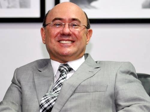 Juíza diz que defesa de Riva tenta protelar ação