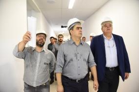 """Prefeito destaca """"obra dos 300 anos"""" e anuncia contratações para acelerar novo PS"""