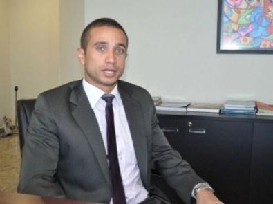 """Juiz nega direito de resposta a Taques e diz que Mauro pode usar termo """"corrupção"""" no horário eleitoral"""