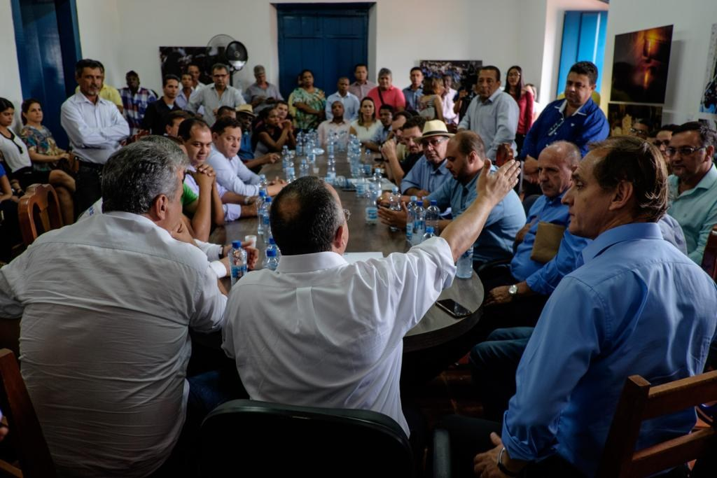 Prefeitos, vereadores e deputados apresentam demandas