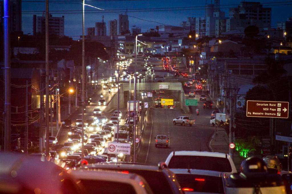 Eunício e Maia mobilizam Congresso para enfrentar alta dos combustíveis