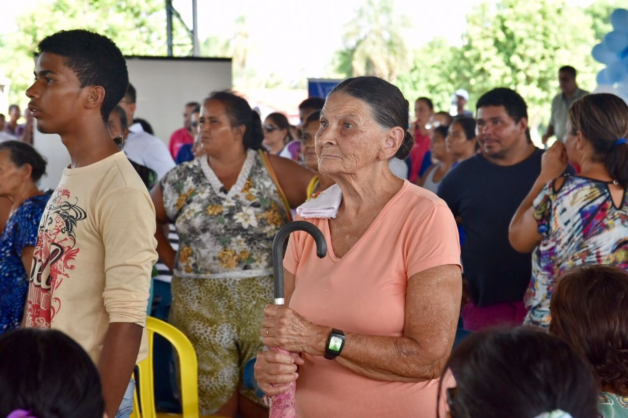 Durante caravana, Governo entrega mais de 1,3 mil cartões Pró-família