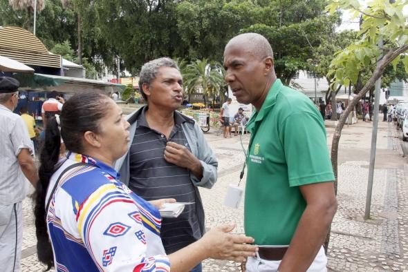 Prefeitura retira ambulantes da área central; ação combate pirataria