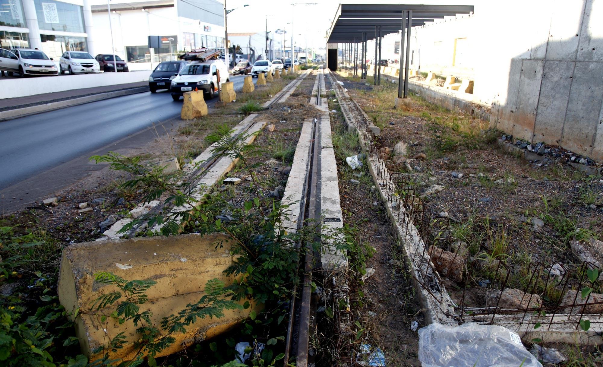 Governador diz que vai vender vagões se não houver acordo no VLT