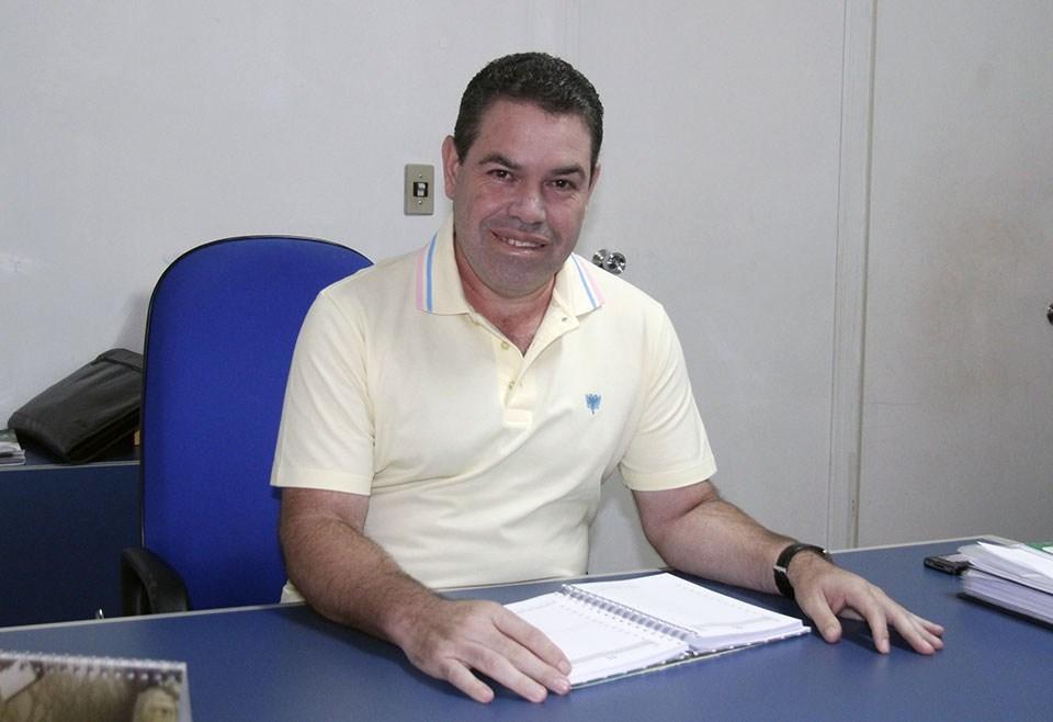 Sílvio Fidelis assume educação em Várzea Grande