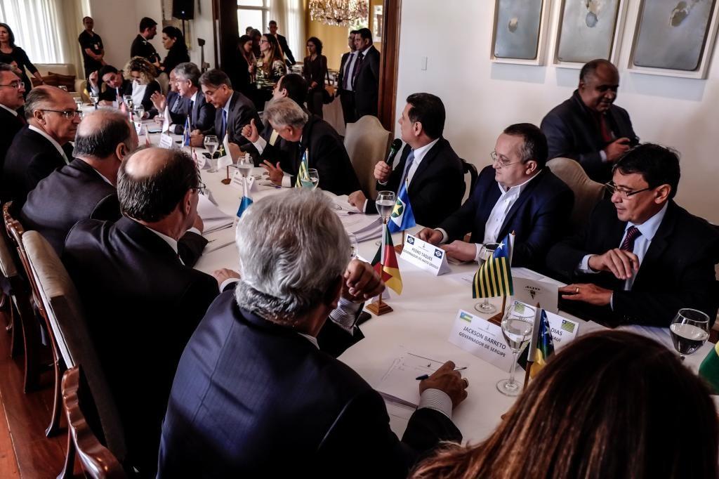 Governadores buscam solução para estabilização fiscal
