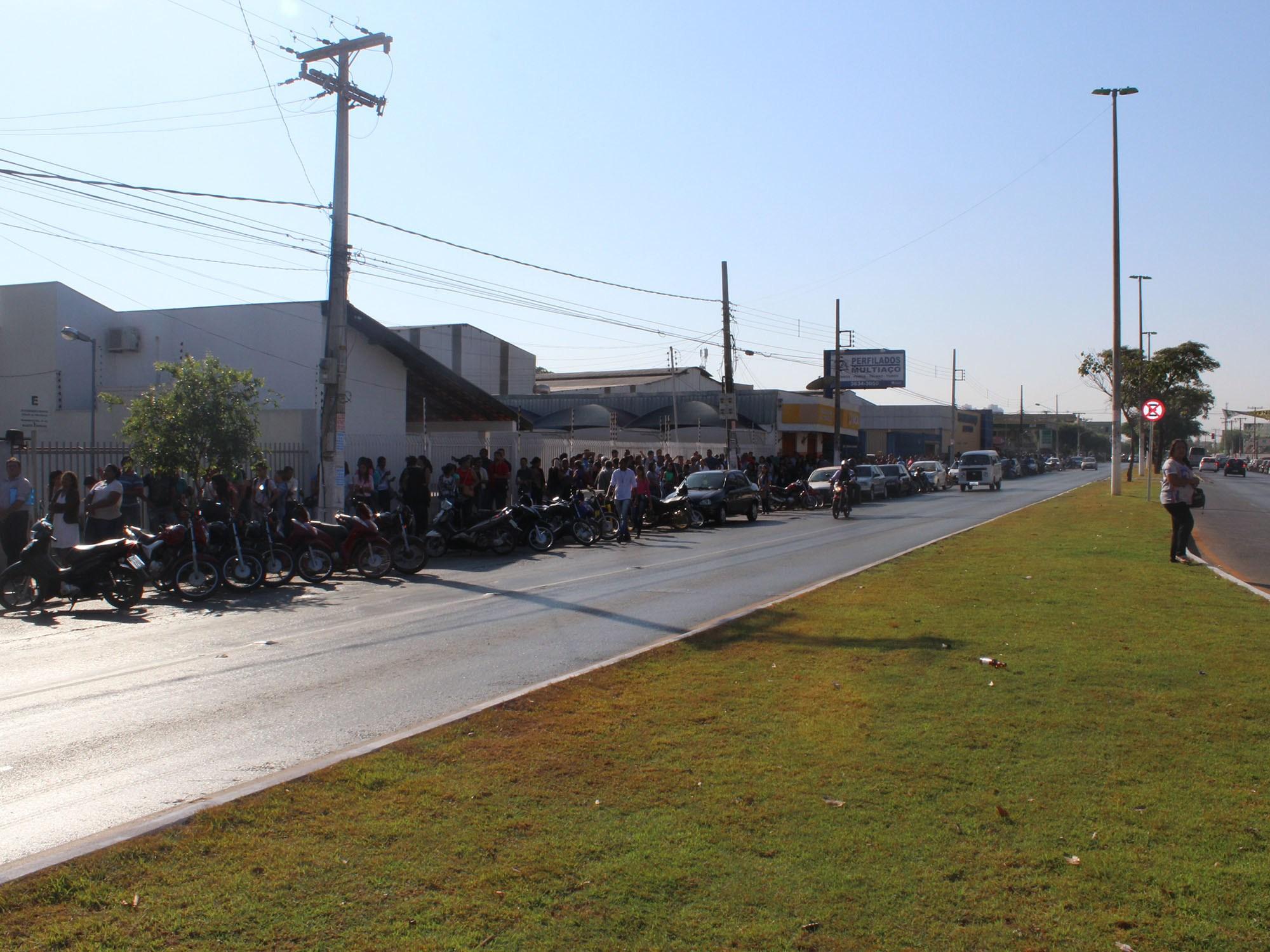Mais de 6 mil pessoas vão à procura de emprego em Cuiabá nesta manhã