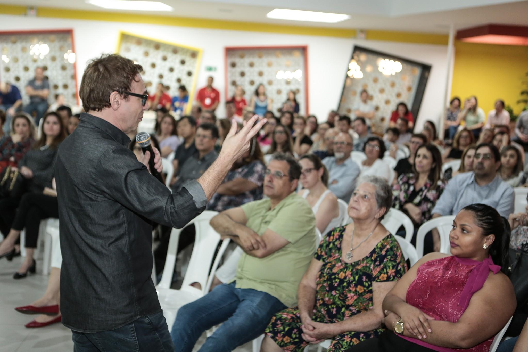 """Jairo Bouer destaca responsabilidade dos pais e alerta: """"escola sozinha não faz milagre"""""""