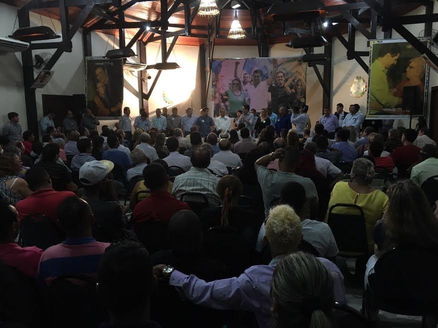 Emanuel recebe apoio dos 190 vereadores da coligação para o 2º turno