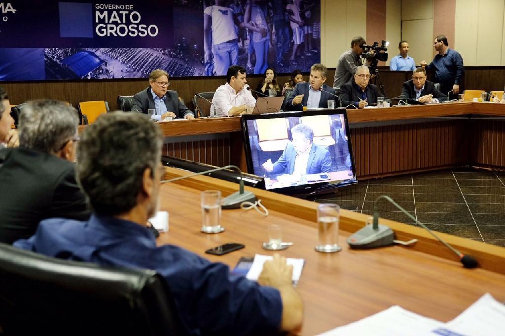 Mauro Mendes anuncia corte de 9 secretarias e 3 mil cargos na máquina do Estado