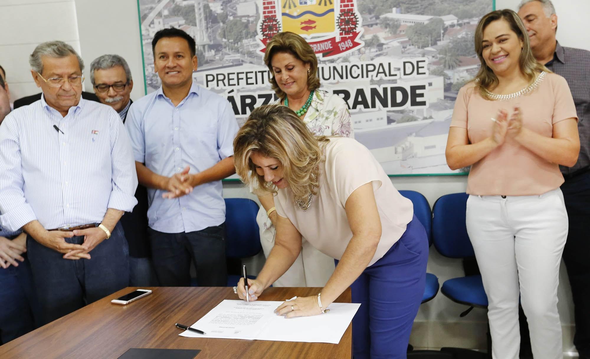 Prefeitura e Banco do Brasil assinam convênio para ação social