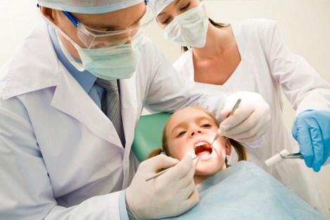Emanuel promete ampliar número de dentistas na saúde da Capital