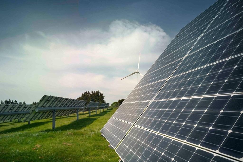 Prefeitura entrega obra de revitalização e lança programa de energia limpa