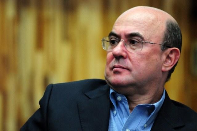 Riva confirma apreensão de documentos e ressalta 'estar à disposição da Justiça'