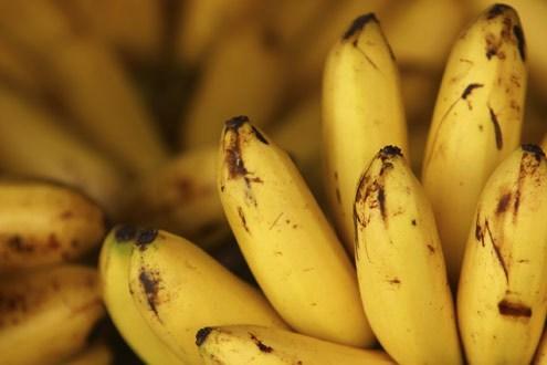 Procon faz pesquisa e preço da banana maçã varia de R$ 2,99 a R$ 10,19