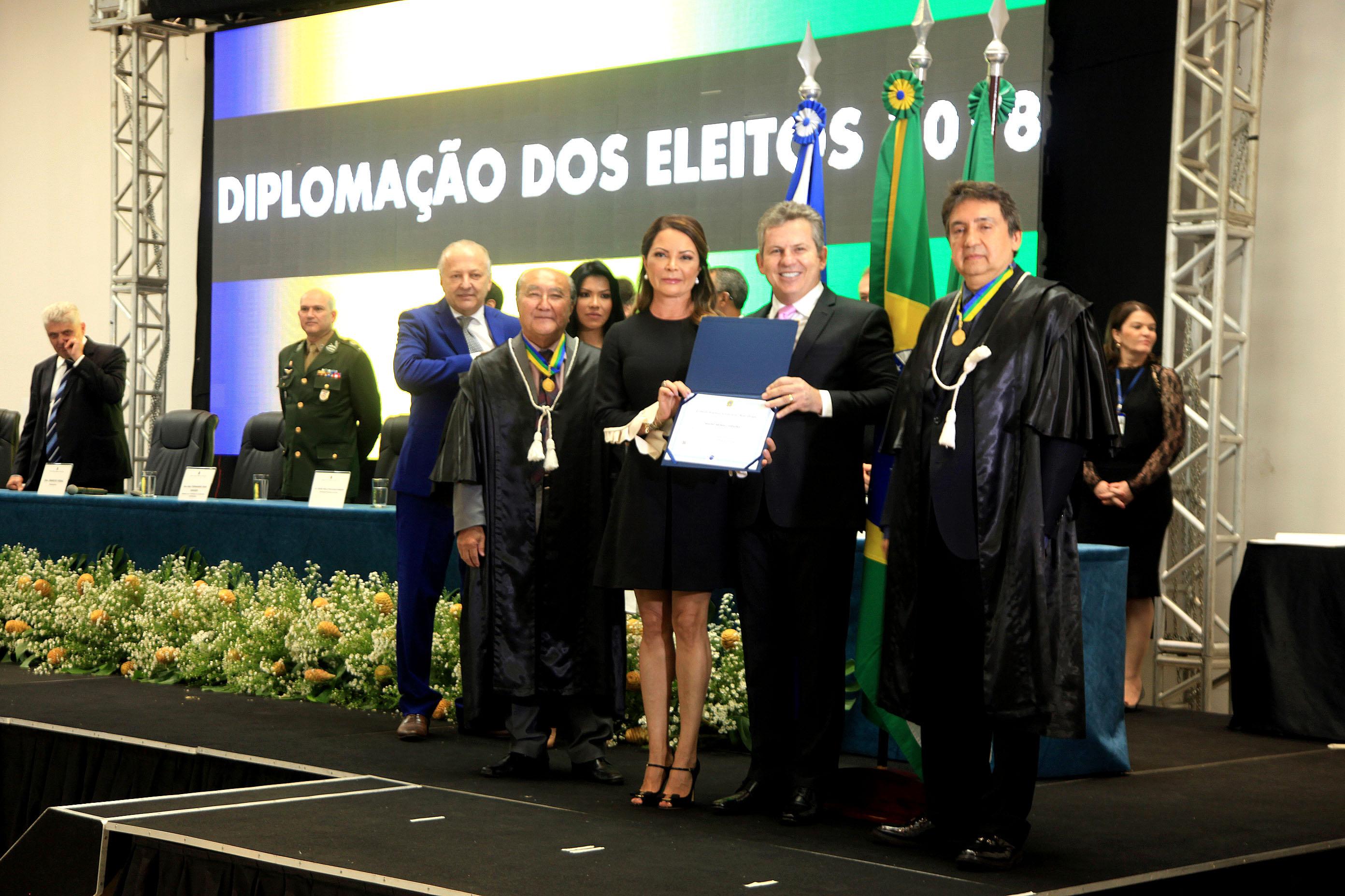 "Mauro Mendes alerta sobre ""medidas duras"" e conclama bancadas para apoiar reforma do Estado"