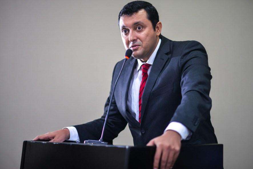 Allan Kardec critica negativa do TCE sobre pagamento da RGA
