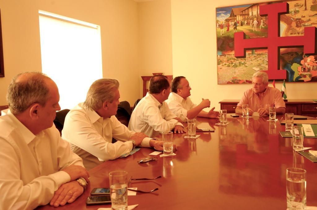 Estado e governo de Santa Cruz selam parceria para alavancar economia