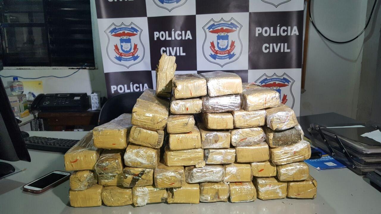 Polícia apreende avião com mais de 400 kg de droga em Tangará