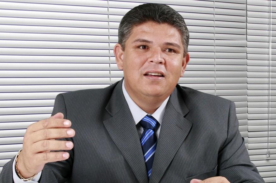 Prestes a assumir vaga de Fabris, Meraldo Sá é multado por 'omissão'
