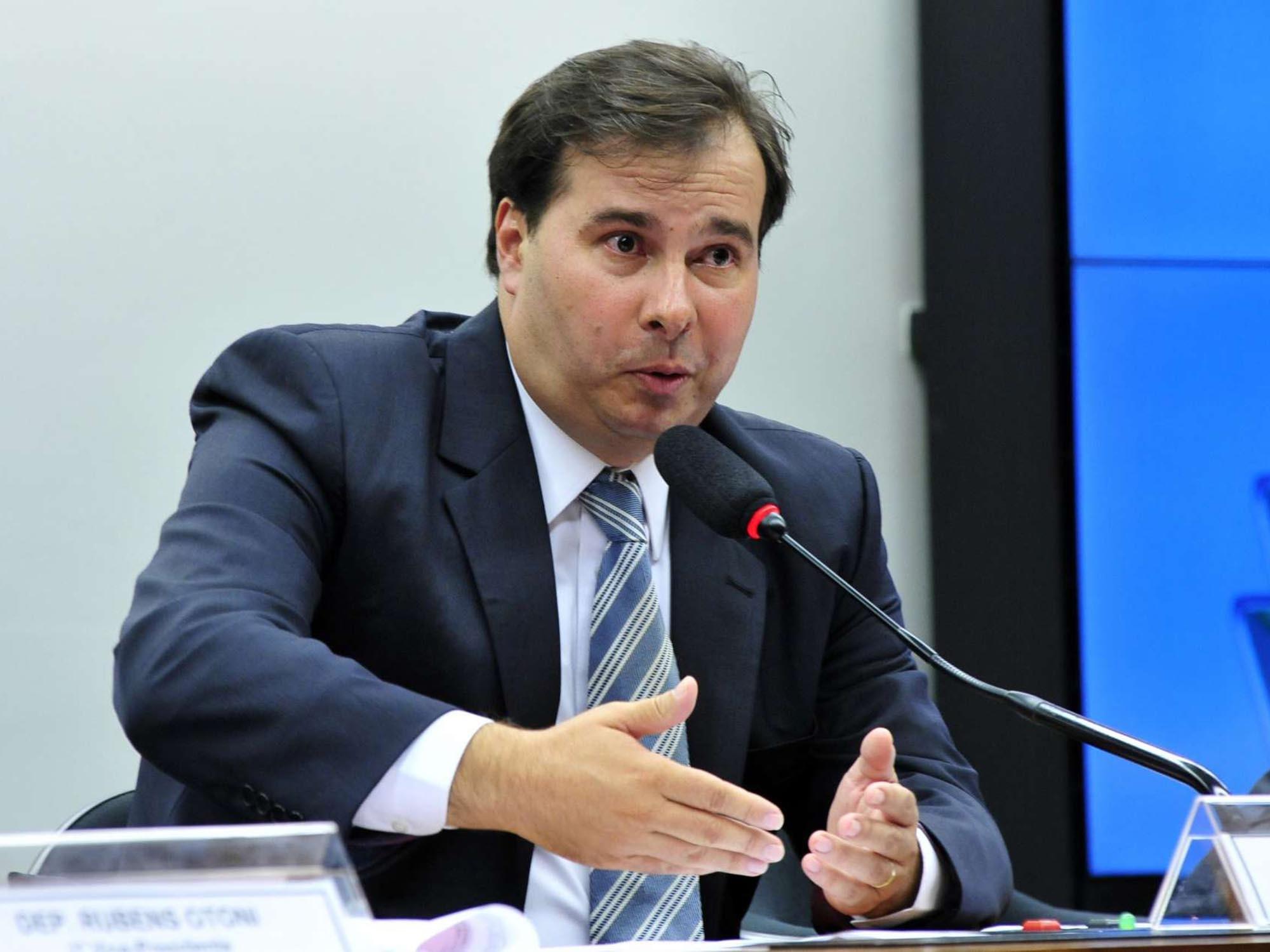 Intervenção na segurança pública do Rio será votada até terça, diz Maia