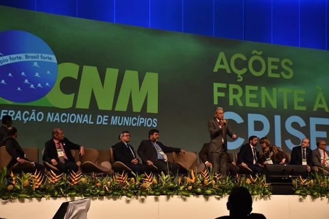 """Em Brasília, prefeitos se reúnem com Temer para pedir """"socorro"""" na liberação de recursos"""
