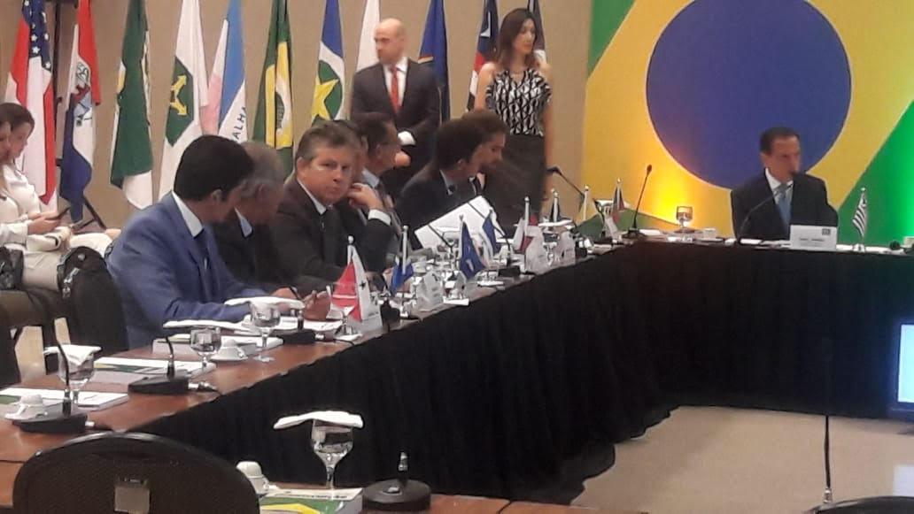 Em reunião com Bolsonaro, Mendes defende enxugamento da máquina e revisão do sistema tributário